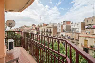 Bright and reformed apartment near Sagrada Familia in Barcelona